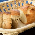 59926695 - 【パスタランチコース】                       パン2種