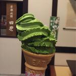京都北野 四恩 - プレミアム 宇治抹茶     今にも倒れそう〜(笑)