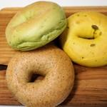 ジュノエスク・ベーグル・カフェ - ほうれん草、かぼちゃ、全粒粉