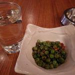 たわら屋 - グリーンピース辛口[180円]と日本酒[280円]