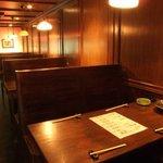 葱や平吉 - テーブル席は少人数でのお食事にどうぞ!!お鍋を囲みながらみんなでおしゃべり♪