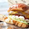 ザ グレートバーガー スタンド - 料理写真:ベーコンチーズバーガー@1,180円。 尚、フレンチフライは別途料金(+200円)。個人的には不要でした…
