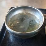 韓豚屋 - セットのわかめスープ