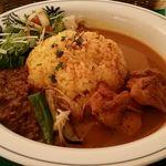 アジパイ - 料理写真:てんこ盛りカレー(キーマ・チキン)