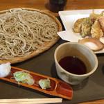 59934746 - 並そばと野菜天ぷらです。