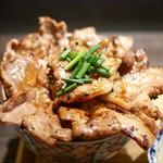 炉端の佐藤 - 豚丼・大 (上から)