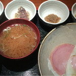 めしの助 - おまかせ朝定食(蝦蛄の煮付け・あん肝煮・生しらすの沖漬け・明太子)
