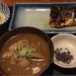 めしの助 - 豚汁定食(焼塩さば)