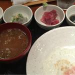 めしの助 - おまかせ朝定食(まぐろ中おち・生しらす・茄子の煮浸し・明太子)