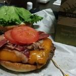 クアアイナ - テイクアウトしたハンバーガー 冷めても美味しかったですよー