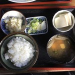 よし本食堂 - 料理写真:もつ煮定食(¥750)