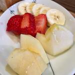 HAPPY Juice MAKER(フルーツショップカミヤ店内) - カットフルーツのモーニング