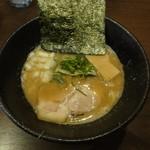 らー麺 鉄山靠 - 醤油とんこつらー麺(太麺)