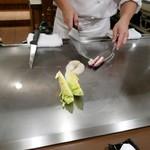 ステーキ・鉄板料理和かな - 野菜調理中