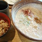 うどん山長 - 湯葉とたたき梅の豆乳うどん+炊き込みごはん