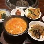 草家 - 豆とチーズのチゲ定食。豆をすってあり呉汁みたいなスープ。