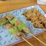 七福食堂 - ネギマに鶏皮、各¥100