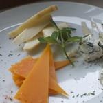 ナンバー 3 カフェ&ダイニング - 3種チーズの盛合せ 980円