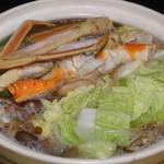 直産海鮮個室居酒屋 越前や 御茶ノ水店 - 贅沢 三種の北海カニ鍋を煮ているところ・松コース