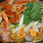 直産海鮮個室居酒屋 越前や 御茶ノ水店 - 贅沢 三種の北海カニ鍋の具材
