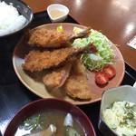 喜乃国屋 - 料理写真:アジフライ定食。ハムカツ付き