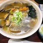 59955912 - 魚醤あさりラーメン・あっさり・細麺1010円
