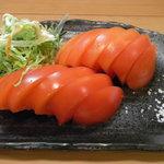焼とり 鳥玄 - 冷やしトマト580円   フレッシュなみずみずしいトマトに美味しいお塩を添えました!