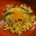 世界 - 真鯛築根の里芋包み、鶯菜・飾り人参・海老そぼろ餡
