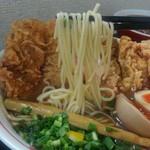 SHIN - パツンとした食感が特徴のストレート麺です。