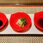 ステーキ花郷 - 『醤油』(左)、『わさび、おろし、ネギ』(中)、『ポン酢醤油』(右)で食べる~♪(^o^)丿