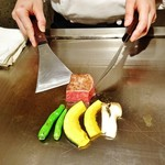 59977577 - 『特選米沢牛サーロイン(80g)』『カボチャ』『エリンギ』『ししとう』を焼いているところ~♪(^o^)丿