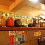 Soup Curry SAMURAI. - スパイスの瓶がズラリと並ぶ
