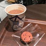 ジャンポール エヴァン チョコレート バー - ショコラショー パリジャン 540円       マカロン サオ トメ 270円