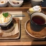 Cafe こはるぞら - デザートセット カフェオレプリンと珈琲ゼリーのミニパフェ・ほうじ茶シフォンケーキはサービスで付いてくるようです(^0^)bミルキーのような味のホイップにぞっこん♪ 2016/12/11