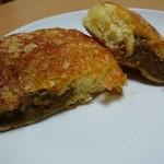 フォンデュ - 牛肉たっぷりカレーパン(150円) 断面