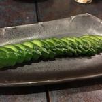 とととん丸 - 料理写真:きゅうりの一本漬け(320円)