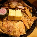 59989737 - 中央の玉子焼は甘め。途中で食べると味のバランスがよくなります。