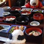 兼六園 三芳庵 - 注文したお料理が運ばれてきました。