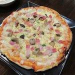 コナズ エム - キノコとベーコンのピザ・自家製ソース2016.12.12