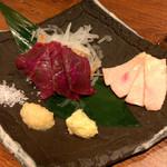 肉汁餃子製作所ダンダダン酒場 - 馬刺し2種盛り