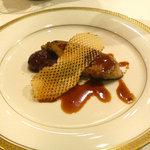 レストラン 澤田 - 前菜 フォアグラ・蜂蜜と黒胡椒のソース