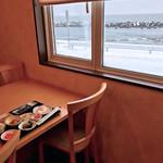 旅館 かもめ荘 - 食堂の目の前は海