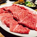 戎屋 - このお肉、手のひらふたつ分の大きさ!