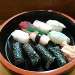 すし半 - プレミアムランチ1000円の寿司