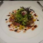 レストラン シャルム - 蝦夷鹿の瞬間グリルと柿のサラダ ビーツのヴィネグレットと共に