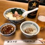 大衆割烹 三州屋 - 鳥豆腐、お通し(しらすおろし)、ビール大瓶