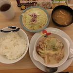 松屋 - 鶏と白菜のクリームシチュー定食(ライス大盛)630円 ドローンビュー、いつもこれを撮る時が、恥ずかしいんです。