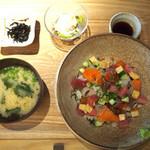 KINKA SUSHI BAR IZAKAYA - 海鮮チラシ丼