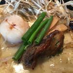 えにし - ゴボウの下には牡蠣、ホタテの燻製