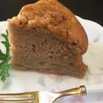 麦ばたけ - アップルケーキです。ナツメグとシナモンかな?スパイスがほんのり効いてて美味しかったです。